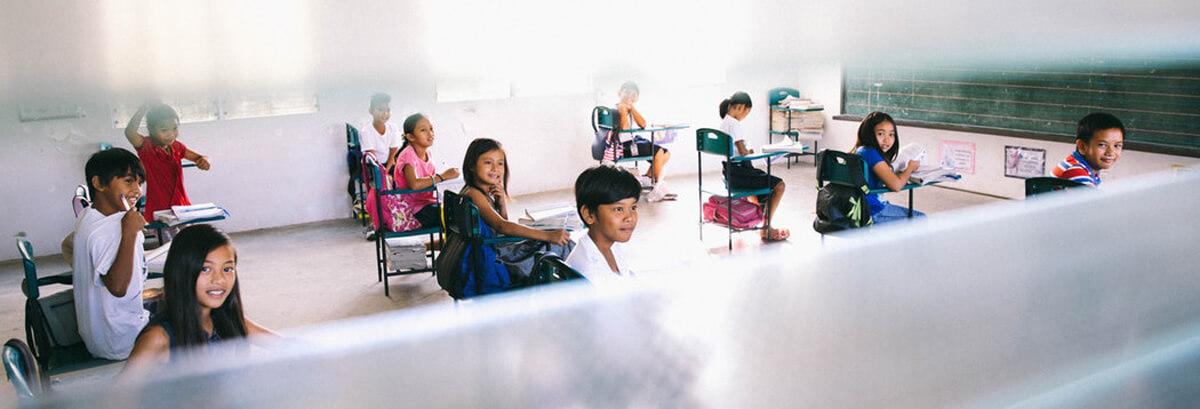 klasa szkolna i nauka umiejętności krytycznego myślenia